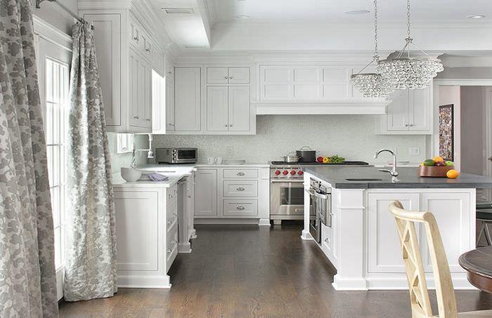 Длинные шторы на кухне в стиле прованс