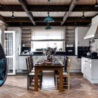 Угловая кухня с обеденным столом