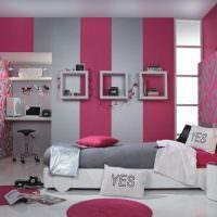 Детская комната с комбинированными обоями