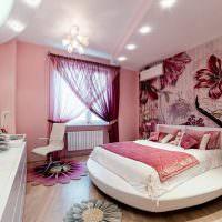 Круглая кровать в спальне молодой девушки