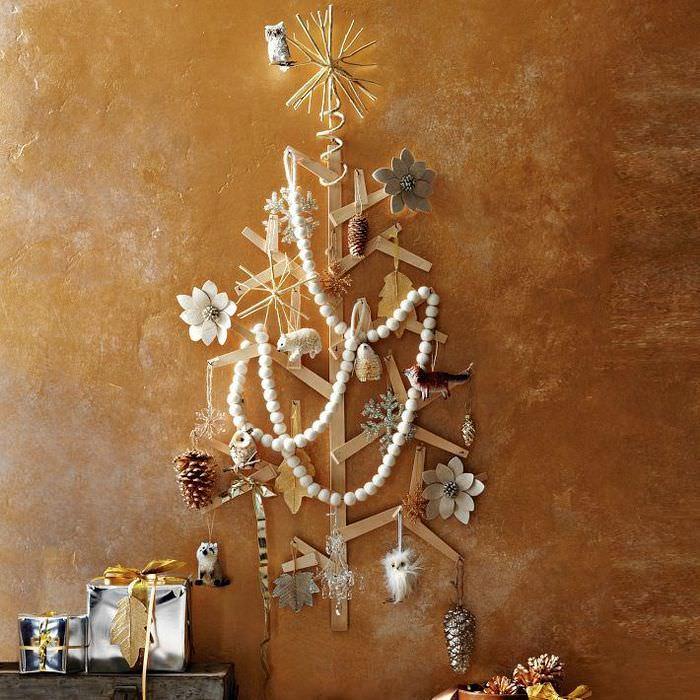 Декоративная елка из деревянных планок
