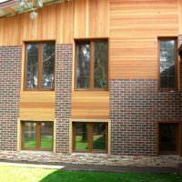 Двухэтажный дом с комбинированной облицовкой фасада