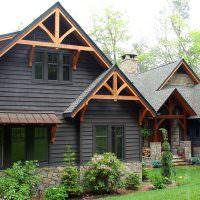 Деревянный дом на каменном цоколе