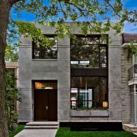 Большие окна на бетонном фасаде
