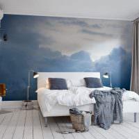 Облака на фотообоях в спальне