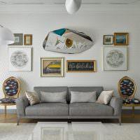 Декорирование стены над диваном в гостиной