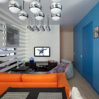 Оранжевый диван в комнате панельного дома