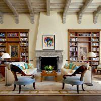 Книжные стеллажи в просторной гостиной