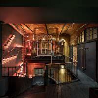 Лестница в подвальное помещение с пивным заведением