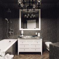Люстра на потолке ванной комнаты