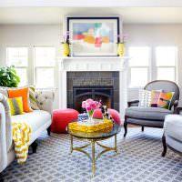 Яркие акценты желтого цвета в интерьере гостиной