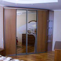 Диагональный шкаф-купе с комбинированными дверцами