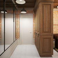 Деревянный шкаф вместо перегородки между прихожей и гостиной