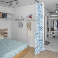 Зонирование спальни с помощью занавесок