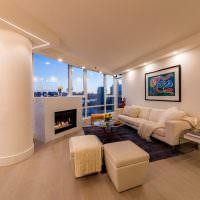 Подсветка периметра потолка в гостиной современного стиля
