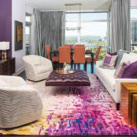 Использование фиолетового цвета в оформлении гостиной