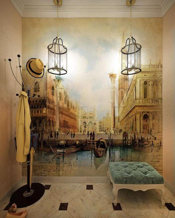 Художественная роспись на стене прихожей