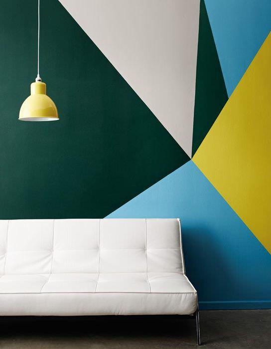 Декорирование стены гостиной своими руками