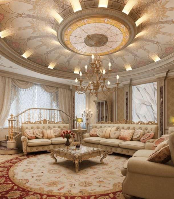 Красивый потолок в гостиной стиля барокко