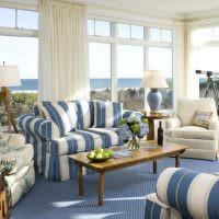 Обивка мебели в синюю полоску