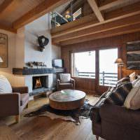 Уютная гостиная с оштукатуренным камином