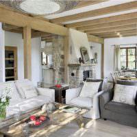 Деревянные балки в дизайне гостиной