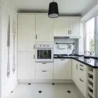 Небольшая кухня с угловым гарнитуром