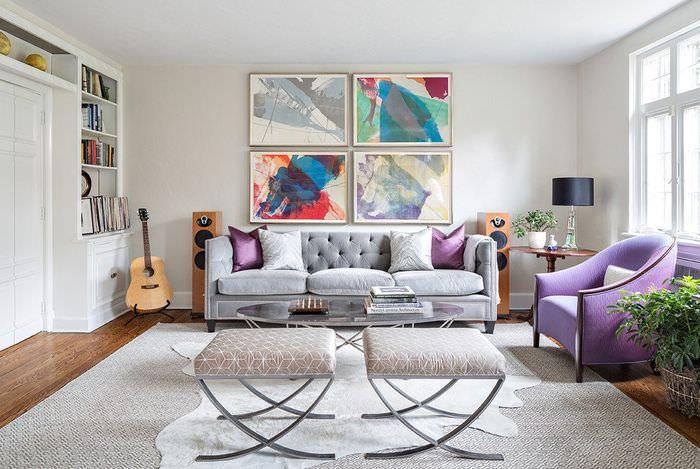 Четыре картины над диваном в гостиной