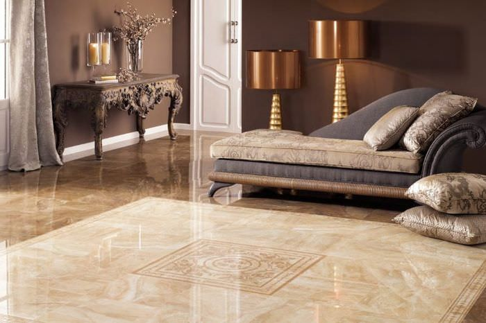 Керамический пол в дизайне гостиной