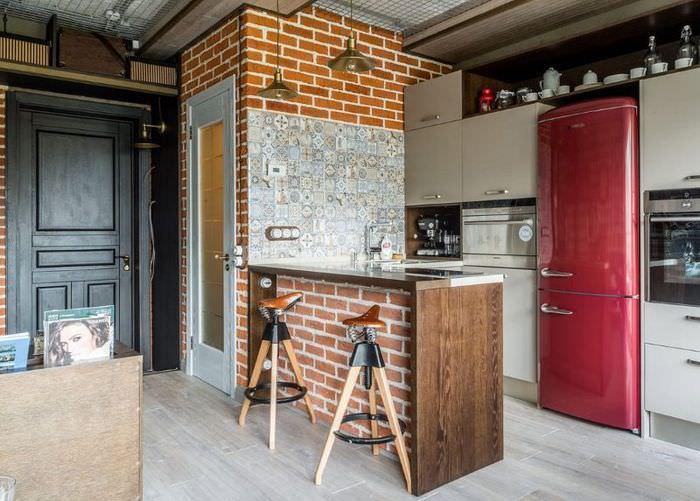 Кирпичная стена в квартире студии индустриального стиля