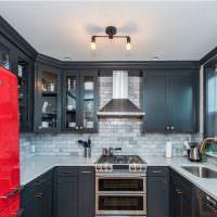 Темно-серые фасады кухонного гарнитура