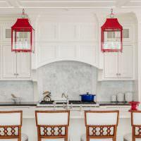 Два красных светильника в винтажном стиле