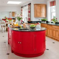 Кухонный остров с красными дверками