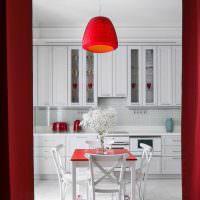 Подвесной светильник с красным плафоном