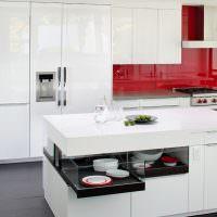 Белый кухонный остров с выдвижными ящиками