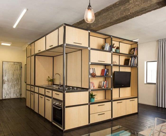 Мебельный модуль в виде куба по центру квартиры