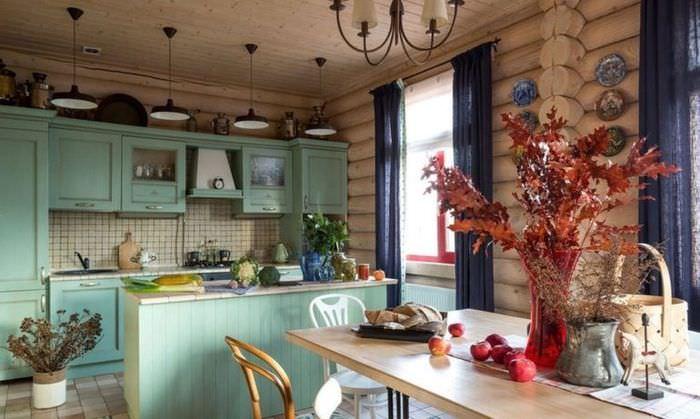 Дизайн кухни срубового дома в стиле прованс