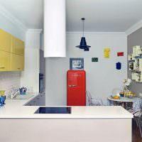 Белая кухня угловой конфигурации