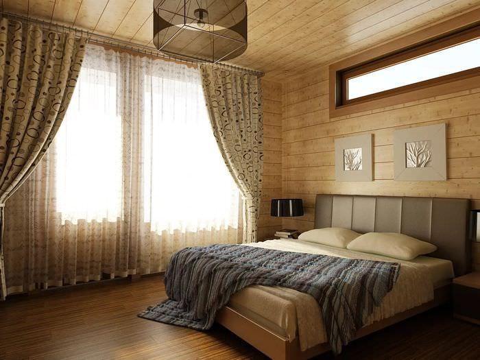 Серое покрывало на кровати в частном доме
