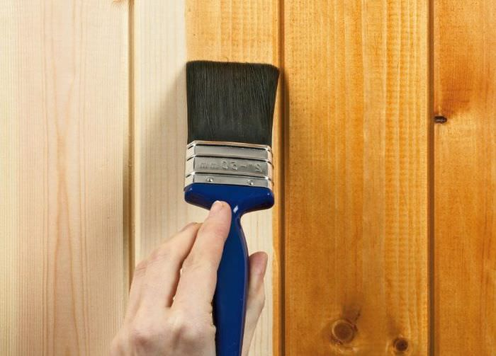 Лакировка деревянной поверхности стеновых панелей