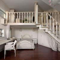 Интерьер комнаты в два уровня в классическом стиле