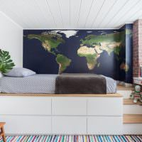Декорирование стены с помощью географической карты