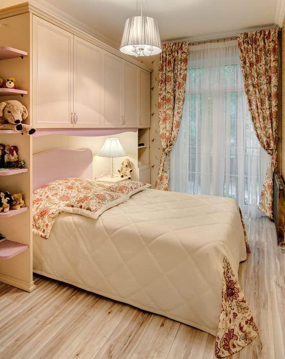 Бежевый цвет в оформлении интерьера спальни девушки