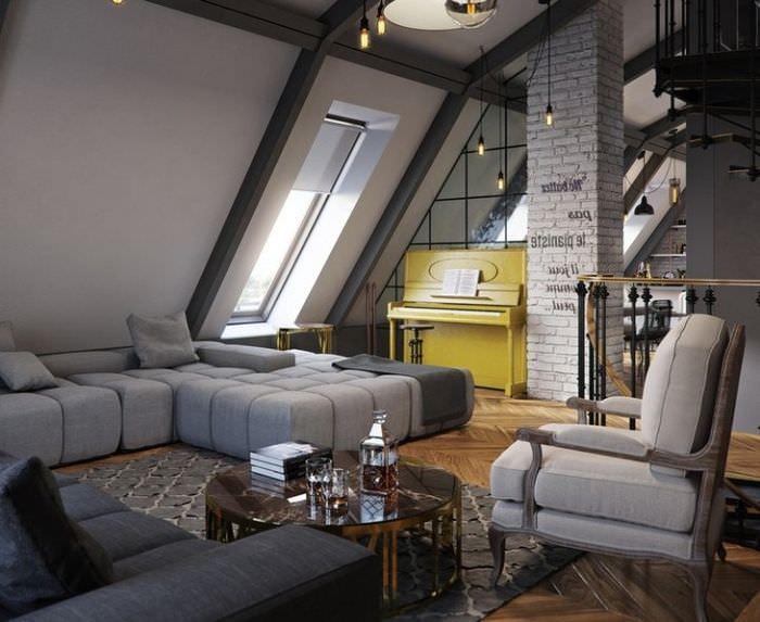 Дизайн гостиной на чердаке загородного дома