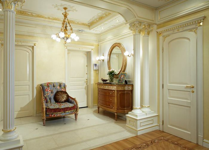 Небольшой холл в классическом стиле