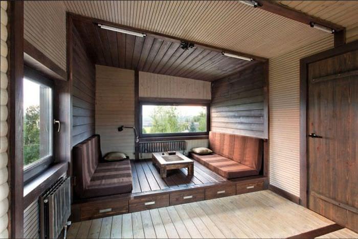 Оформление зоны отдыха в гостиной с помощью имитации бруса