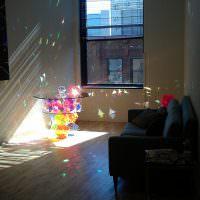 Журнальный столик со стеклянными призмами
