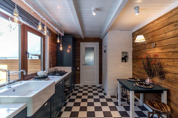 Небольшая кухня с раковиной перед окном