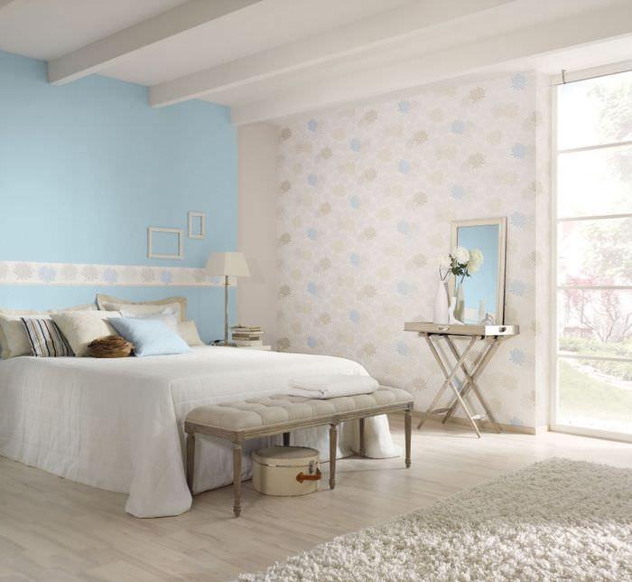 Интерьер спальни девушки в нежных пастельных тонах