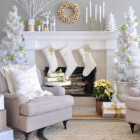 Белые носки для праздничных подарков